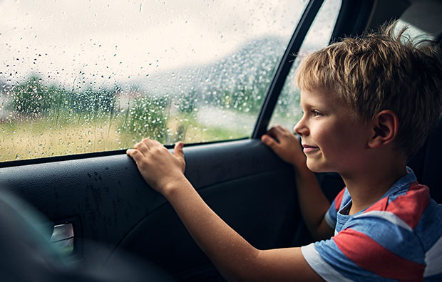 Allianz - Child in car rainstorm